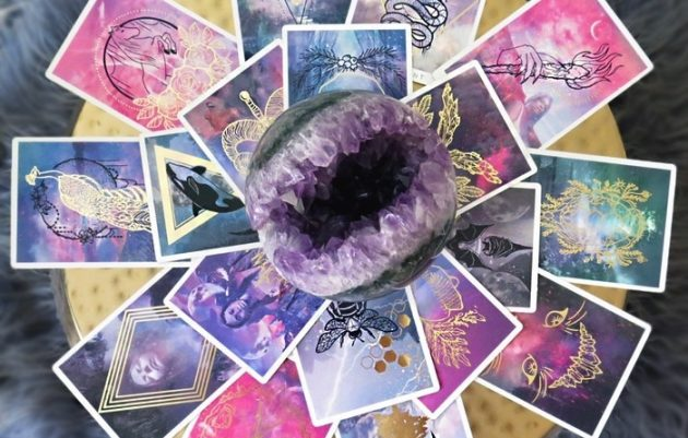 How Do You Use Oracle Cards?
